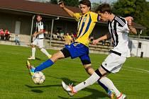 Fotbalisté Želatovic (v bíločerné) proti FC Dolany.