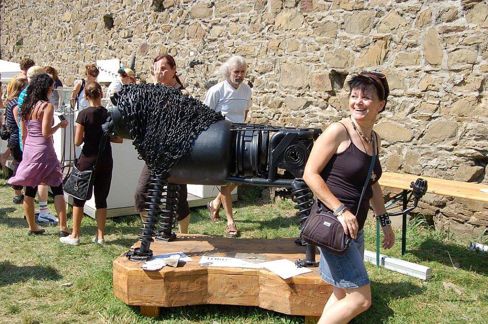 Kromě práce kovářů mohli návštěvníci Hefaistonu obdivovat také na 360 uměleckých exponátů, rozmístěných na nádvoří hradu Helfštýna.