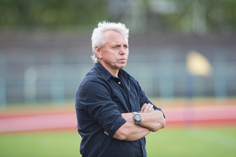 Fotbalisté Přerova (v bílém) proti Tatranu Všechovice. Petr Zatloukal