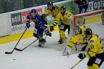 Hokejisté Přerova (v modrém) doma podlehli Ústí nad Labem 0:1