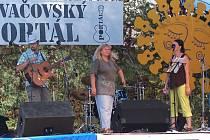 Na pódiu Tovačovského Portálu se v sobotu střídala jedna folková kapela za druhou.