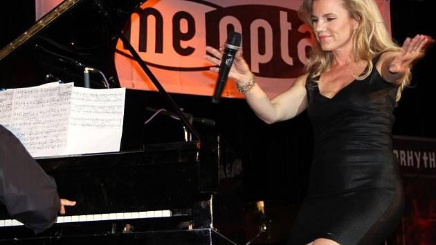 Leona Machálková. Benefiční koncert na podporu Nadace Malý Noe v Přerově