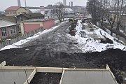 Práce na výměně mostů nad železniční tratí v Dluhonské ulici v Přerově
