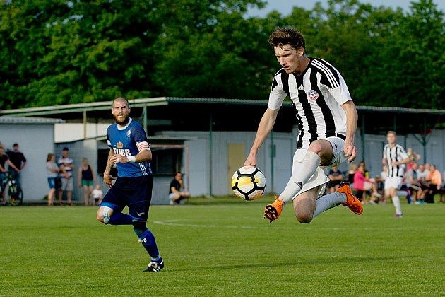 Fotbalisté FC Želatovice (v pruhovaném) proti 1. FC Viktorie Přerov (1:1. Pen: 4:2).