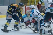 Hokejisté Přerova (v modrém) proti Vrchlabí. Ilustrační foto