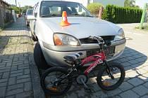 Pětiletého cyklistu srazilo ve čtvrtek v Týně nad Bečvou auto - hoch vjel řidičce do cesty.