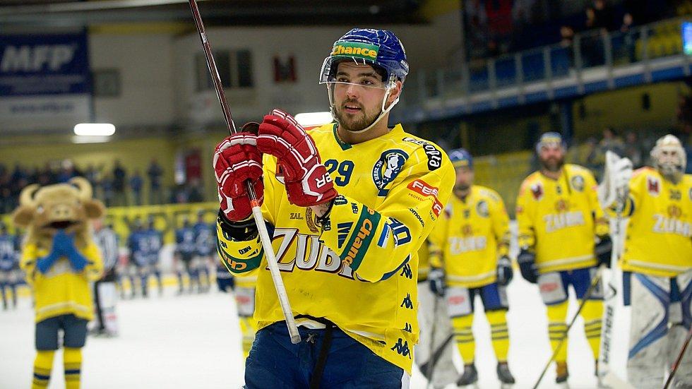 Hokejisté Přerova (ve žlutém) porazili Havířov 4:2. Vojtěch Tomi