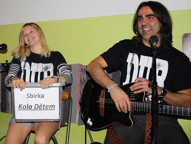 Benefiční koncert na podporu sbírky Kola dětem.
