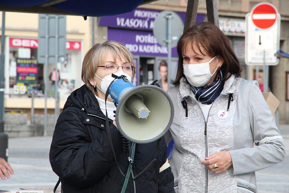 Protest Milionu chvilek pro demokracii na přerovském náměstí TGM, 29. dubna 2021