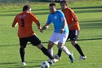 Kozlovice (v oranžovém) proti Určicím