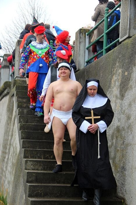 Silvestrovská show otužilců v Přerově