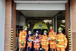 Přerovští dobrovolní hasiči dostali darem pět set roušek od místní vietnamské komunity. Dalších několik stovek pro ně vyrobili rodinní příslušníci, přátelé, známí a dobrovolníci. Část roušek zavezli i lidem do Uničova.