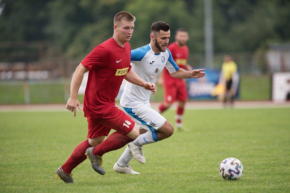 Fotbalisté Přerova (v bílém) proti Brumovu