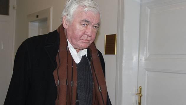 Duchovní Vladimír Krejsa u Okresního soudu v Přerově