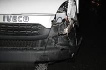 Svědky dopravní nehody, která se stala v úterý 18. prosince deset minut před šestou hodinou ráno u obce Horní Moštěnice, hledá policie.