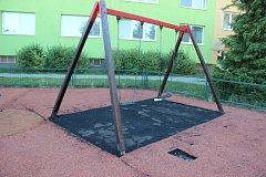 Dětské hřiště v Předmostí se konečně dočká nového povrchu, práce začnou po prázdninách