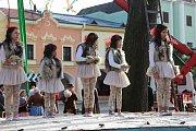Na Horním náměstí v Přerově se v sobotu natáčely některé scény nového filmu slovenského režiséra Juraje Jakubiska Perinbaba 2. V epizodních rolích si zahráli i členové amatérského divadla Dostavník a do komparsu se zapojili i mnozí Přerované.