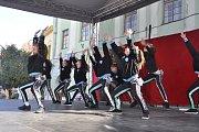 Tradiční velikonoční program, který se v minulých letech konal vždy na Masarykově náměstí v Přerově, se letos přesunul na historické Horní náměstí. Jeho součástí byl i bohatý kulturní program, který uzavřel koncert Jaroslava Wykrenta s kapelou In blue. Ak