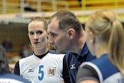 Volejbalistky Přerova (v bílém) proti Šternberku