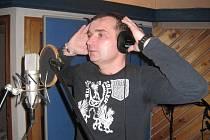 Pavel Novák mladší v těchto dnech natáčí své nové CD, které si budou moci koupit návštěvníci březnových vzpomínkových koncertů v Městském domě. Hlavním producentem je zvukař Petr Vavřík.