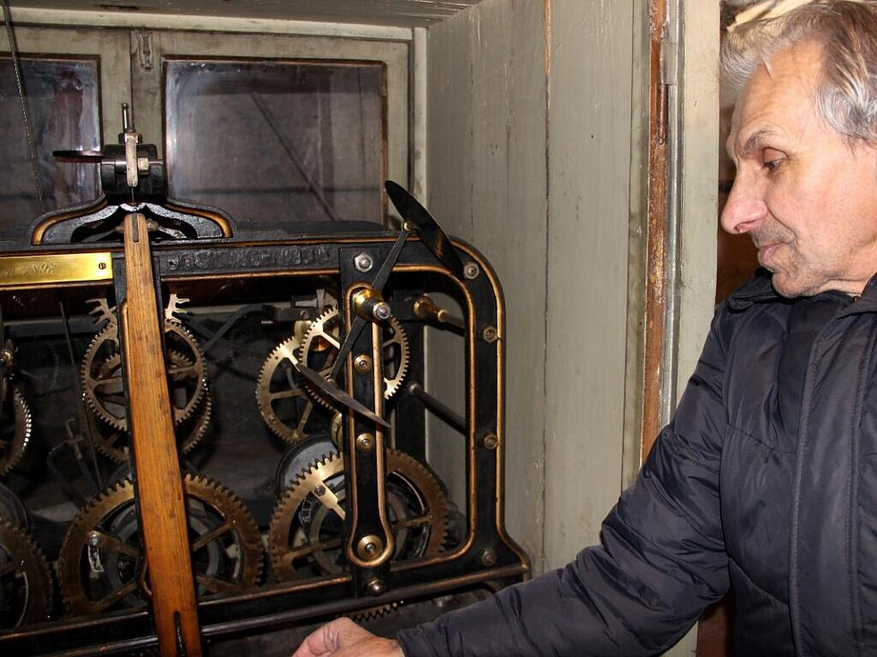 Historický hodinový stroj v Městském domě v Přerově, který pochází z roku 1897