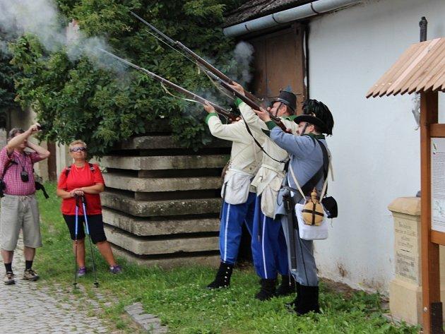 Připomenout si oběti památné prusko-rakouské bitvy u Tovačova v roce 1866 nezapomněli ani letos účastníci tradiční procházky po bojišti.