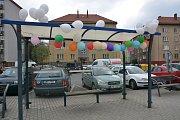 Velikonočně nazdobené autobusové zastávky v Přerově