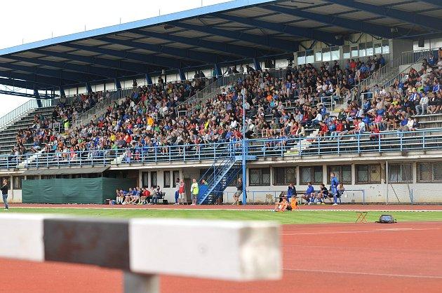 Tribuna stadionu vSokolské ulici