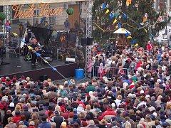 Davy lidí zaplnily na Štědrý den přerovské Masarykovo náměstí. Davy lidí zaplnily na Štědrý den dopoledne přerovské Masarykovo náměstí.