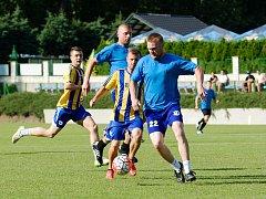 Benefiční utkání mezi FK Kozlovice a HC Zubr Přerov v roce 2017