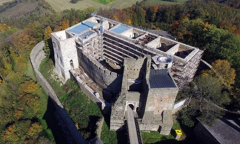 Opravovaný hrad Helfštýn v říjnu 2019