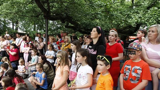Dětský den v Moštěnici měl letos rekordní návštěvnost. Bavit se přišlo více než tisíc lidí.