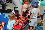 Pochoutková road show ČRo s programem pro děti na přerovském náměstí