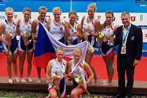 Valentýna Kolářová (vlevo) si užívá zlatou radost na MS v Litvě