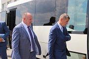 Premiér Andrej Babiš se spolu s ostatními členy kabinetu zastavil ve středu také v Přerově - nejprve zavítal na letiště v Bochoři, a pak si prohlédl útroby zchátralého hotelu Strojař.