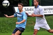 Fotbalisté Kozlovic (v modrém) proti Kralicím