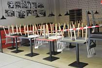 Od pátku 13. března se v největším nákupním centru ve městě - Galerii Přerov uzavřely - všechny gastroprovozy. Provádí se také zvýšená dezinfekce prostor.