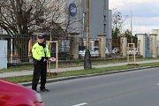 Přerovští strážníci odchytávají řidiče kamionů, kteří si kvůli uzavírce Polní ulice krátí cestu průjezdem přes Kozlovice
