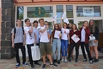 Poslední zvonění, rozloučení se spolužáky a hurá na prázdniny. Se svou školou se v pátek rozloučili i žáci Základní školy Svisle v Přerově.