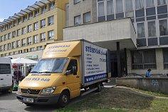 Budovu Střední zdravotnické školy na náměstí Přerovského povstání v Přerově v těchto dnech vyklízejí. Objekt zůstane po uzavření školy a přesunu studentů do Hranic prázdný.