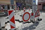 Wilsonova ulice v centru Přerova s propadlou dlažbou - 18. 6. 2019