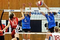 Přerovské volejbalistky (v modrém) proti SG Brno.