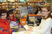 Mezi dárky, které letos Přerované kupují dětem, vedou knihy. Od leporel pro nejmenší až po dobrodružné a romantické příběhy pro dospívající