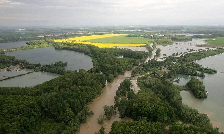 Rozlitá řeka Morava nad Kojetínem, 18.5.2010 ráno