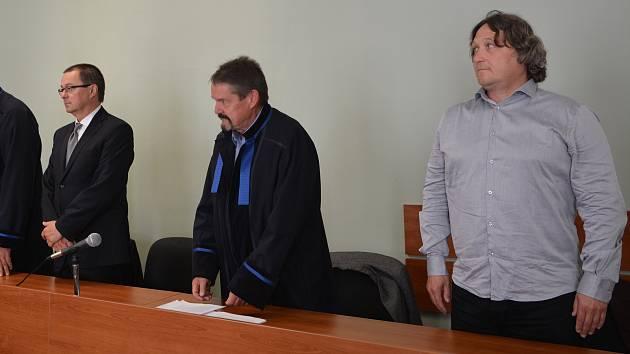 Okresní soud v Přerově vynesl rozsudek nad dvěma lékaři přerovské nemocnice, kteří byli obžalováni v souvislosti s úmrtím pacienta
