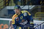 Hokejisté Přerova (v modrém) proti Vsetínu. Darek Hejcman