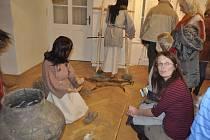 Archeologické lokalitě Hlinsko na Lipnicku je věnována nová výstava, která začala v úterý v Muzeu Komenského v Přerově. Na vernisáži vystoupil také muzikoterapeut Lubomír Holzer.