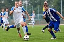 Fotbalisté Přerova (v bílém) proti SK Hranice