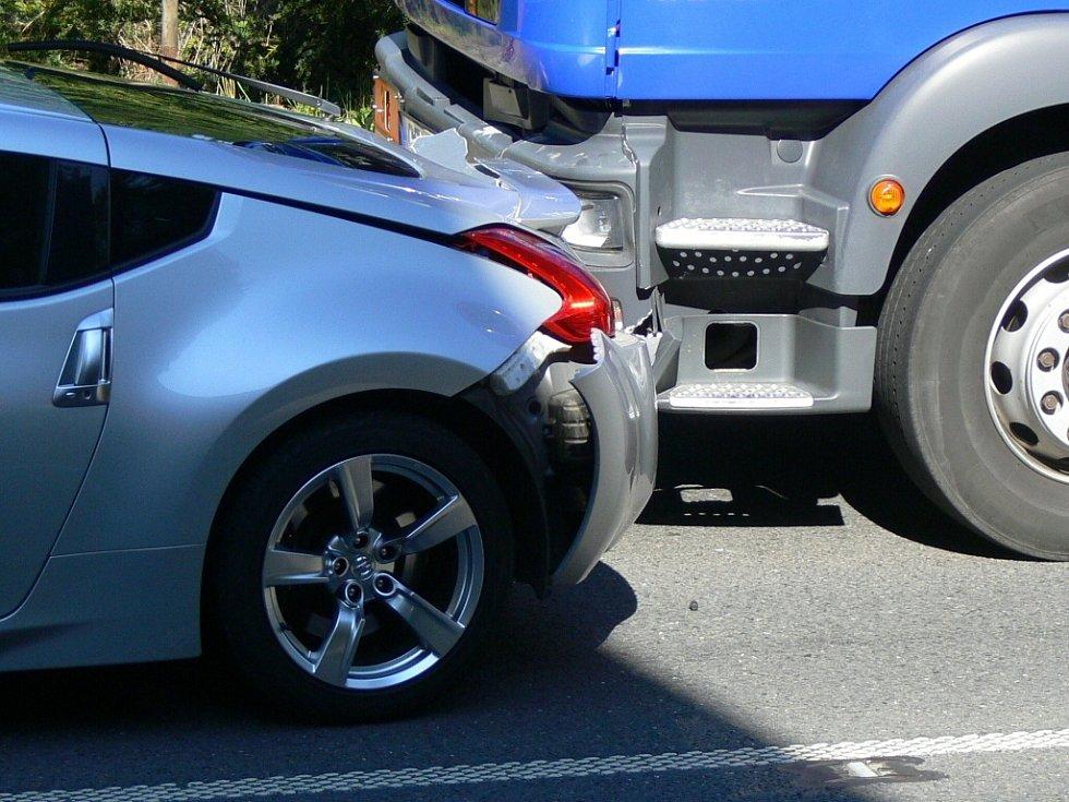 Dopravní nehoda u přechodu pro chodce poblíž vlakové zastávky v Teplicích nad Bečvou se obešla bez zranění.