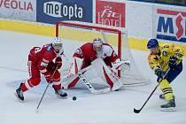 Hokejisté Přerova (ve žlutém) proti pražské Slavii na přípravném turnaji Zubr Cup 2019. Foto: Deník/Jan Pořízek